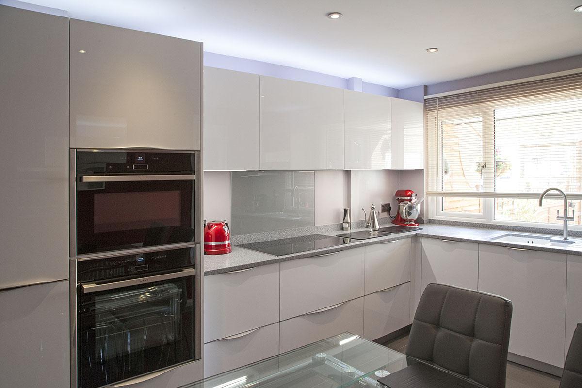 appliances_mr_blow_stantonbury2_uni_gloss-_door_crystal_white_1200x800